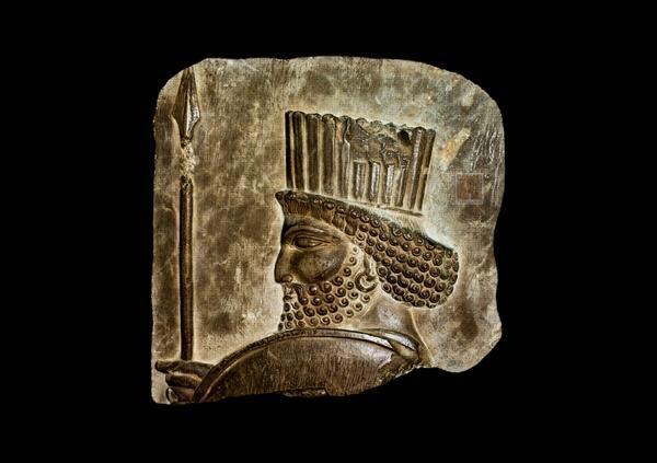 نقش برجسته سرباز هخامنشی تخت جمشید در بندرعباس رونمایی می شود