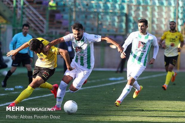 نباید چشم تصمیم گیرندگان فوتبال ایران به دهان وزیر ورزش باشد
