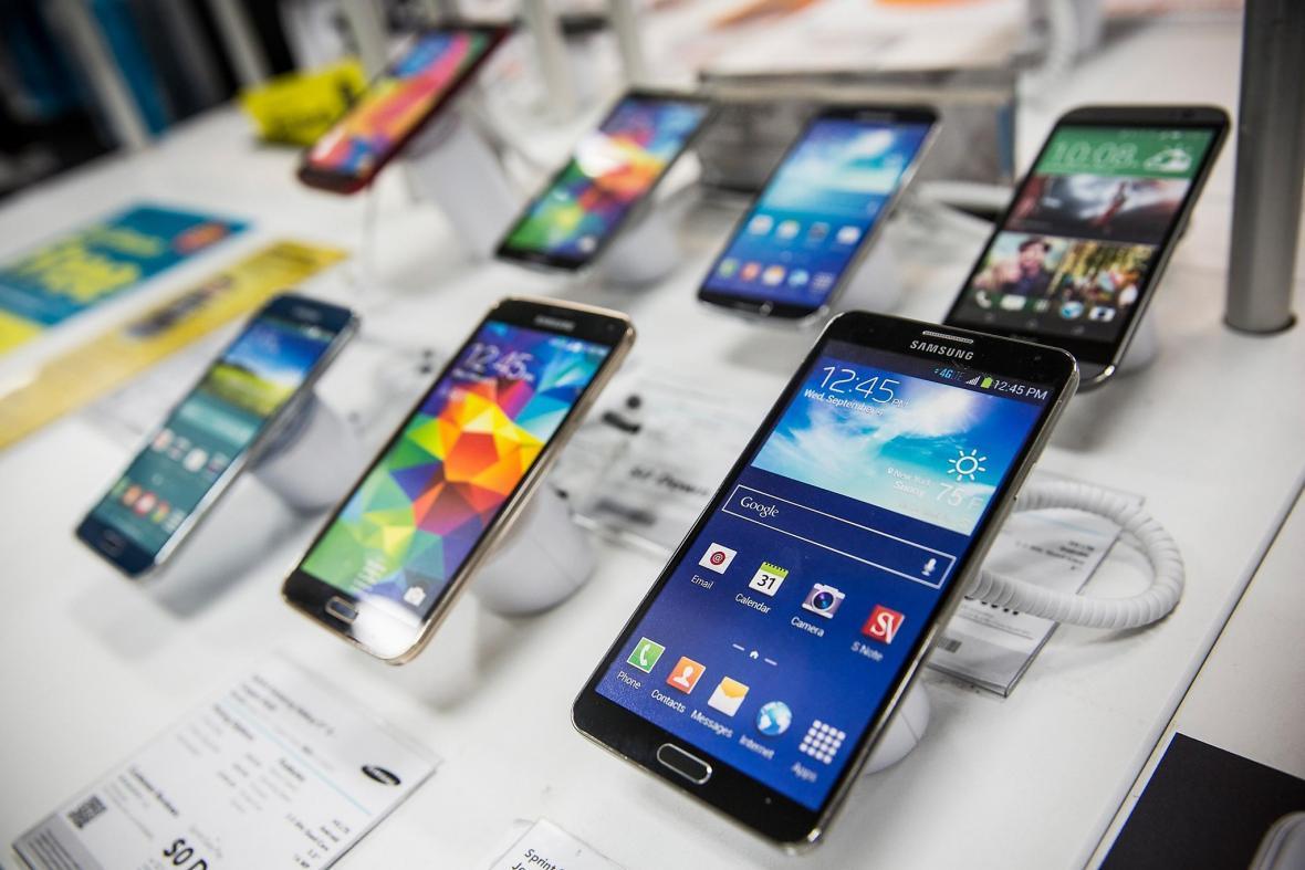 واردات گوشی تلفن همراه 3 برابر شده است،کمبودی در بازار وجود ندارد