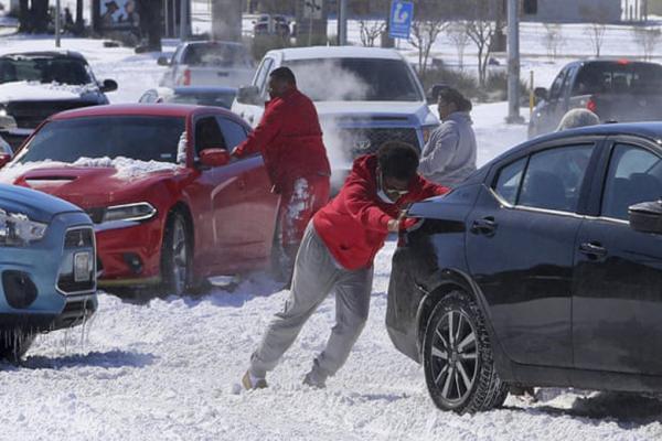 سرمای شدید برق میلیون ها آمریکایی را قطع کرد
