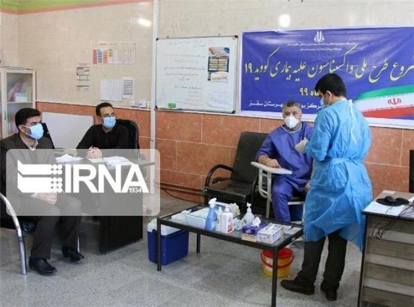خبرنگاران واکسیناسیون علیه بیماری کووید 19 در سقز آغاز شد