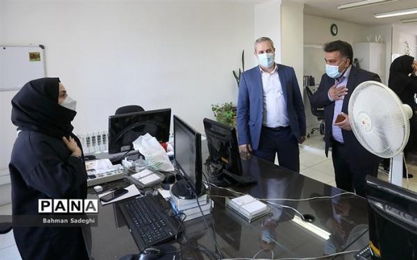 دلجویی قائم مقام سازمان دانش آموزی از خبرنگار آسیب دیده پانا در حادثه واژگونی اتوبوس خبرنگاران