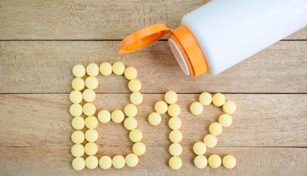 علائم کمبود ویتامین b12 و خوراکی های حاوی این ویتامین