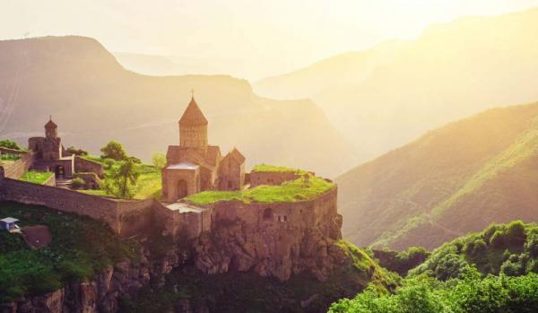 ارمنستان در تابستان؛ یک تیر و چند نشان