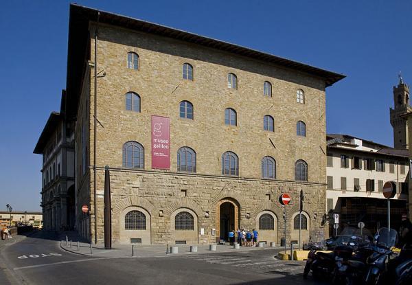 انگشت اشاره گالیله در موزه ایتالیا !