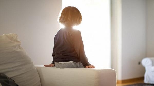 از چه سنی می توان بچه ها را در خانه تنها گذاشت؟