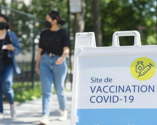 89 درصد از افراد واجد شرایط کبک دوز اول را دریافت نموده، و 84 درصد کاملا واکسینه شده اند